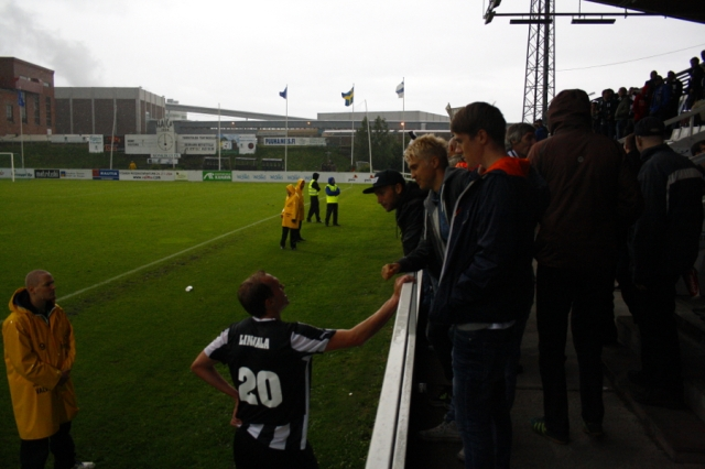 Ottelun päätyttyä Ykkösen maalipörssiä dominoiva KTP:n Jussi Aalto vaihtoi maalintekovinkkejä pirteästi ottelun lopussa esiintyneen vaihtomies Lasse Linjalan kanssa. Tällä kertaa Linjala jäi kuitenkin ilman täysosumaa.