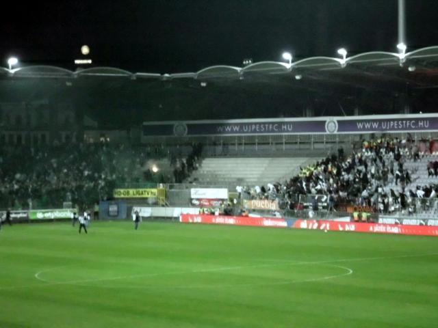 Ottelun päätyttyä Újpestin ultrat yrittivät hyökätä Fradin päätyyn.