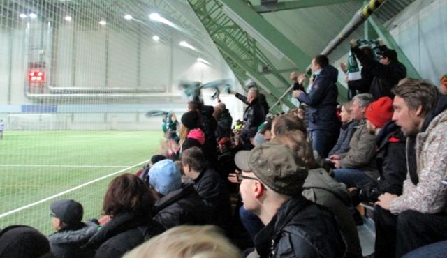 KTP-kannattajat juhlivat Valeri Minkenenin tekemää 0-1-maalia.