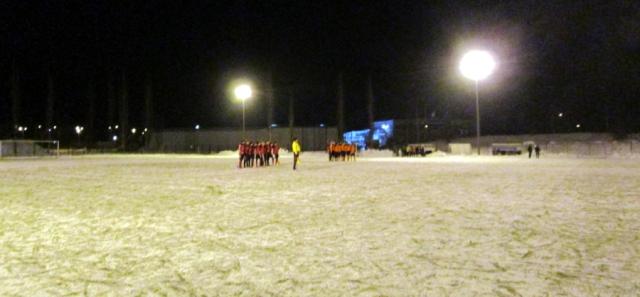 Jalkapallo on peli, jossa pelataan ensin kaksi puoliaikaa (yleensä myös jatkoaika) ja lopussa vedetään rankkarit.